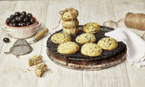 Black Hojiblanca Olive Chip Biscuits